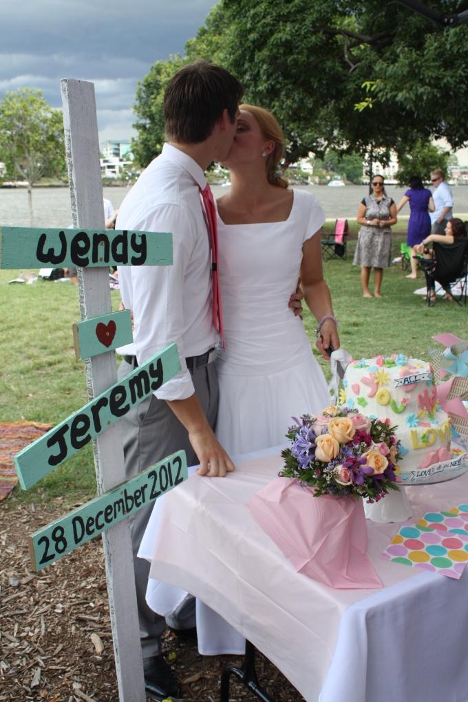 Wendy's pastel vintage pinic wedding 24
