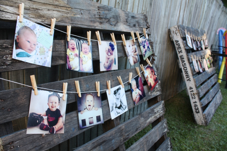 Wild west cowboy party - wooden pallet photo boards